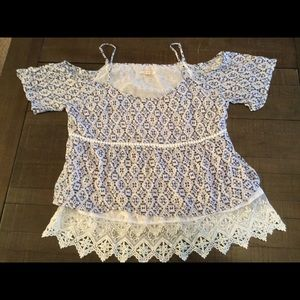Skies are Blue size XL cold shoulder blouse